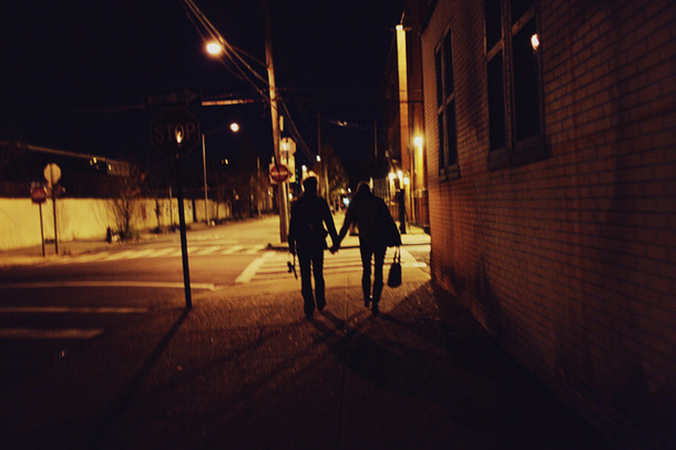 Favim.com-city-couple-holding-hands-new-york-city-nyc-street-81223